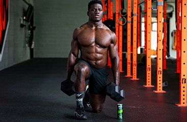 Athlete doing lunges with NOCCO BCAA RTD